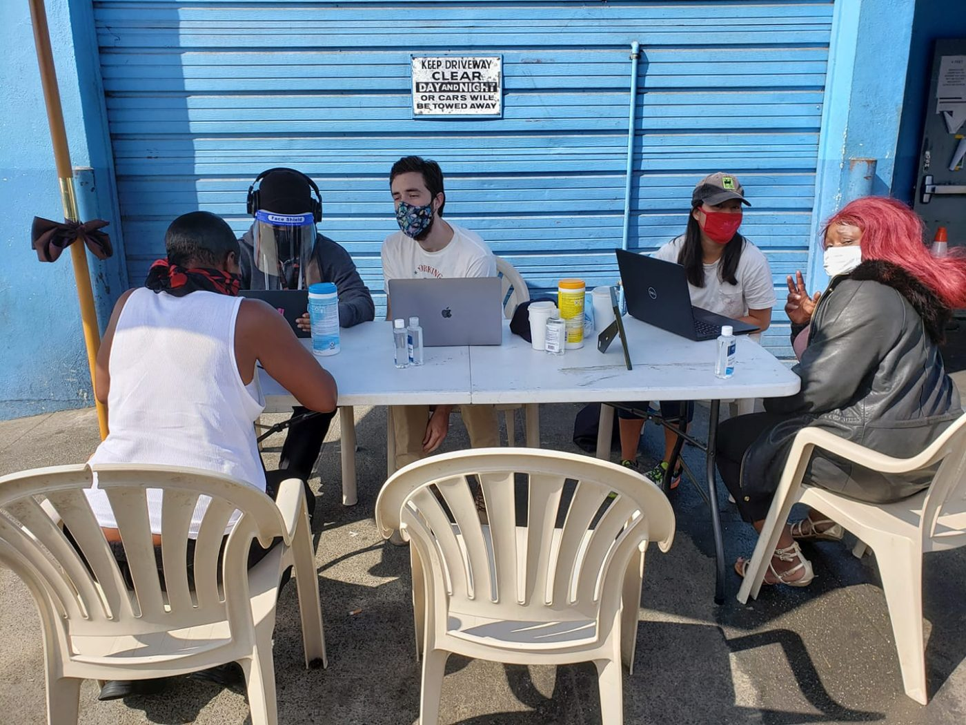 Debray-Carpenter-Fly-Benzo-team-help-ppl-get-stimulus-checks-outside-Mother-Browns-071820-1400x1050, Pop-up clinic to assist people in getting stimulus checks: Every Saturday in Hunters Point, Local News & Views