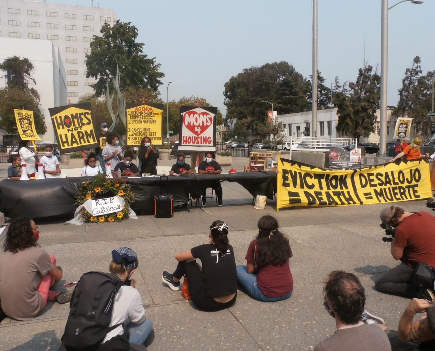 Carroll-Fife-speaks-at-EvictionDeath-rally-at-Alameda-Cty-Board-of-Supervisors-Admin-Bldg-by-Baba-Jahahara-1400x1130, Finally! Baba Jalil will be freed!, Culture Currents