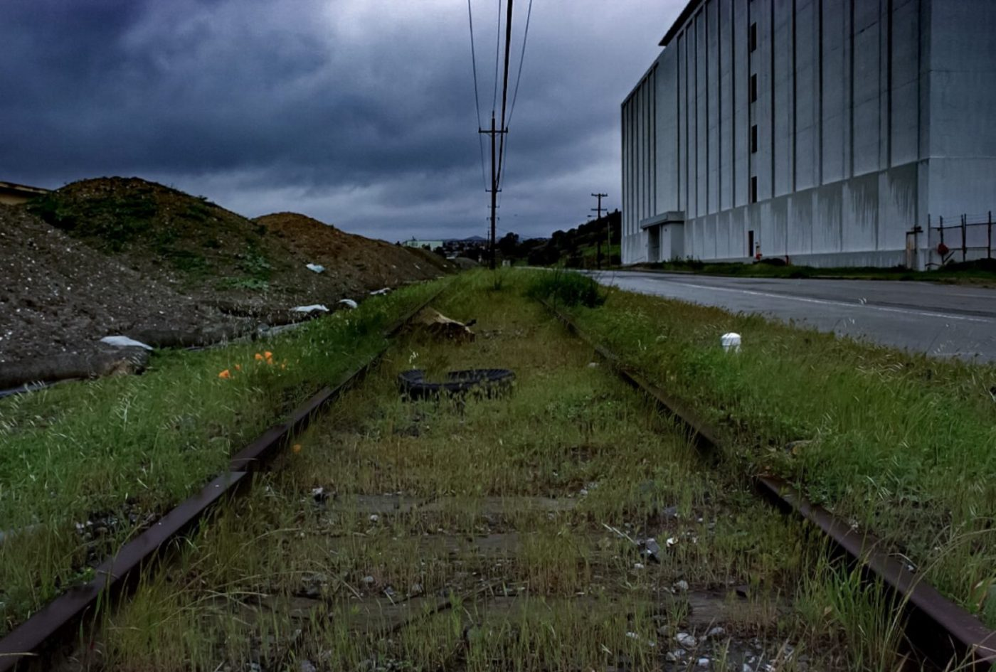 Hunters-Point-Shipyard-Bldg-815-windowless-former-Naval-Radiological-Defense-Laboratory-NRDL-headquarters-2016-by-Devon-Kelley-1400x945, 2020 hindsight on dirty deeds done dirt cheap at Hunters Point, Local News & Views