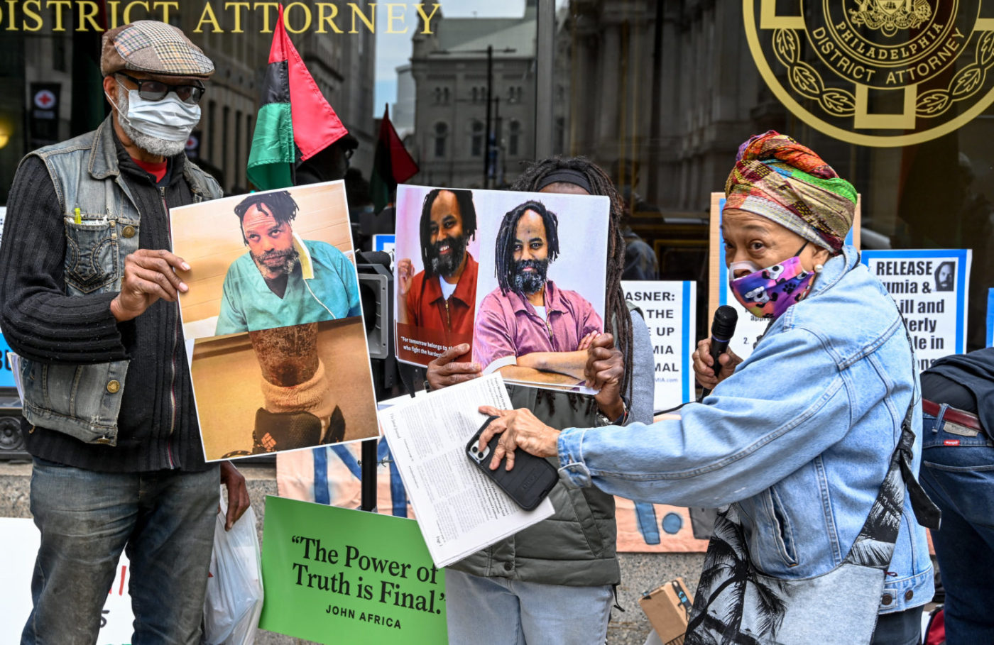 Pam-Africa-displays-Mumia-then-now-pics-outside-DA-Krasners-office-031221-1400x909, Mumia update: The new Krasner brief, Behind Enemy Lines