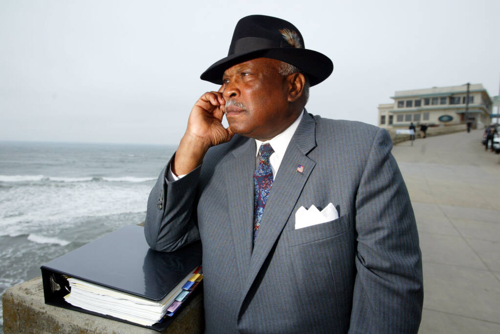 SF-Police-Chief-Earl-Sanders-at-Ocean-Beach-below-Cliff-House-070203-by-Eric-Risberg-AP, Earl Sanders, San Francisco's first Black chief, dies, Culture Currents