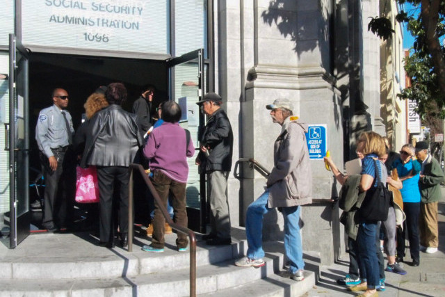 9am-line-at-SF-Social-Security-Adm-bldg.-1098-Valencia-in-2015-by-J.J.-Barrow-Mission-Local, Exposing rats in the social security system – and the coronavirus blues, Local News & Views