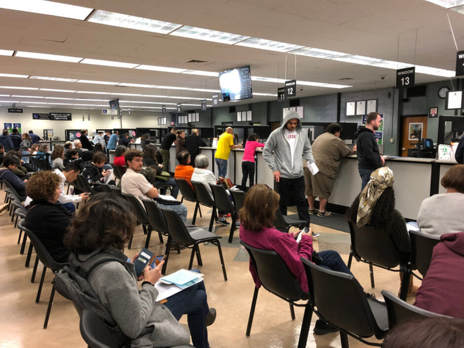 Crowd-waits-at-DMV-by-Michael-Gordon, DMV adopts SF Supervisors' policy to allow medical patients to use photo on file, Local News & Views