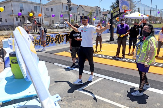 OUSD-designers-parents-kids-put-finishing-touches-on-Eat.-Learn.-Plays-Franklin-Elementary-playground-court-garden-project-061221-by-Kelly-Sullivan-Getty-Images, The Curry family helps renovate and unveil new playground at East Oakland elementary school, Local News & Views