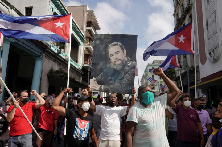 Cuban-govt-supporters-carry-picture-of-Fidel-Castro-in-counterprotest-against-anti-govt-protest-071121-by-Alexandre-Meneghini-Reuters-2, Long live the Cuban Revolution, a beacon of hope for all humanity, World News & Views
