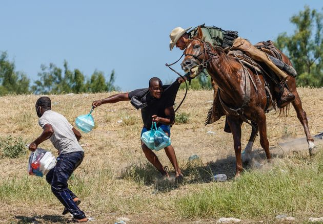 Border-Patrol-agents-whipping-Haitian-migrants-with-horse-reins-by-Paul-Ratje-092021, Haitian refugee crisis made in the USA, border patrol agents whip migrants, World News & Views
